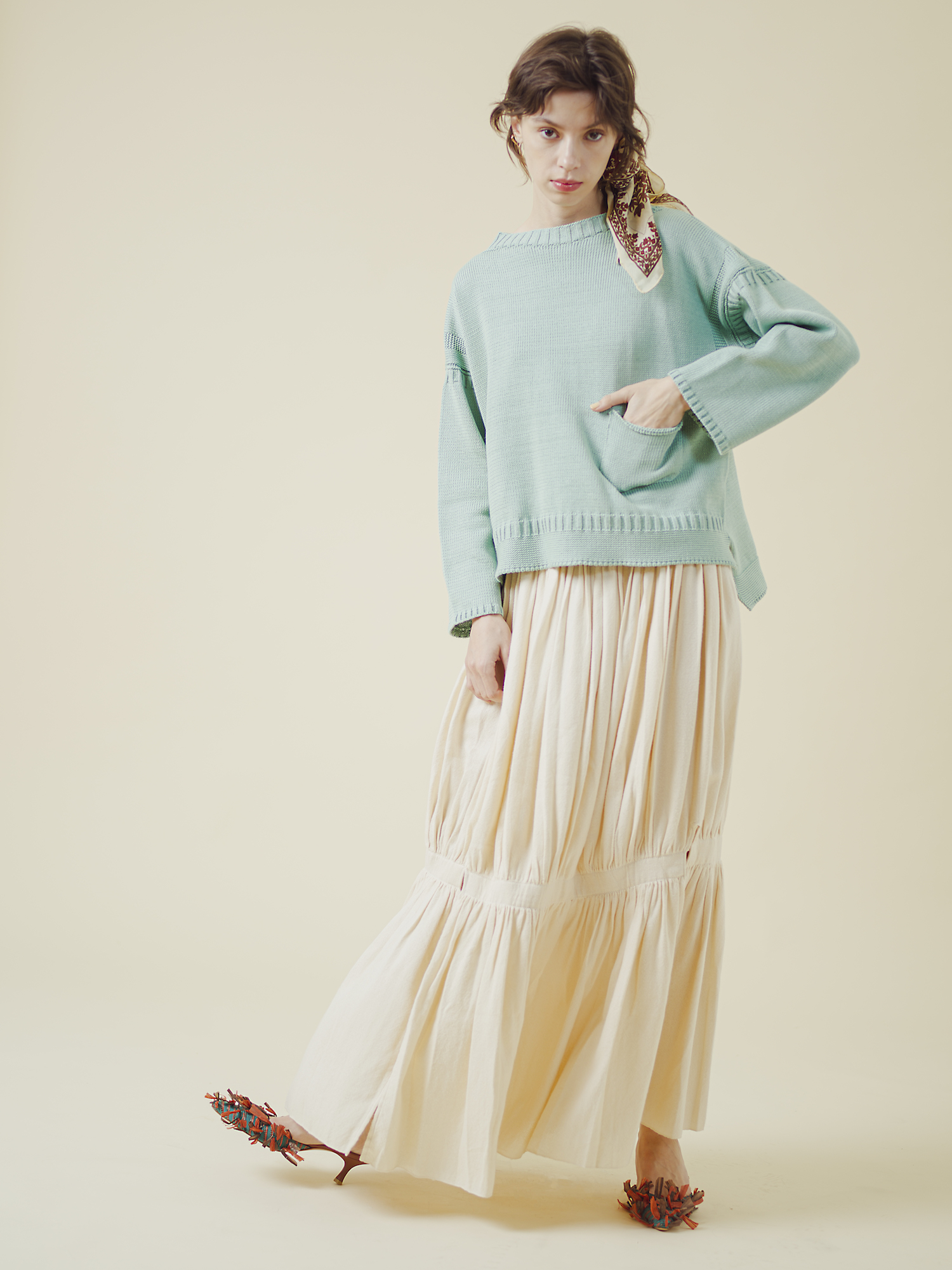 19 knit¥20,000  skirt¥47,000  scarf¥4,000  shoes¥36,000
