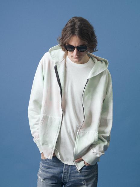 1_1 hoodie¥36,000 tee¥7,000 pants¥37,000 shoes¥16,500 sunglasses¥21,000