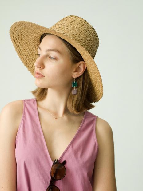 3_1 dress¥23,000  hat¥14,000  eyewear¥42,000  earring¥10,000  necklace¥20,000