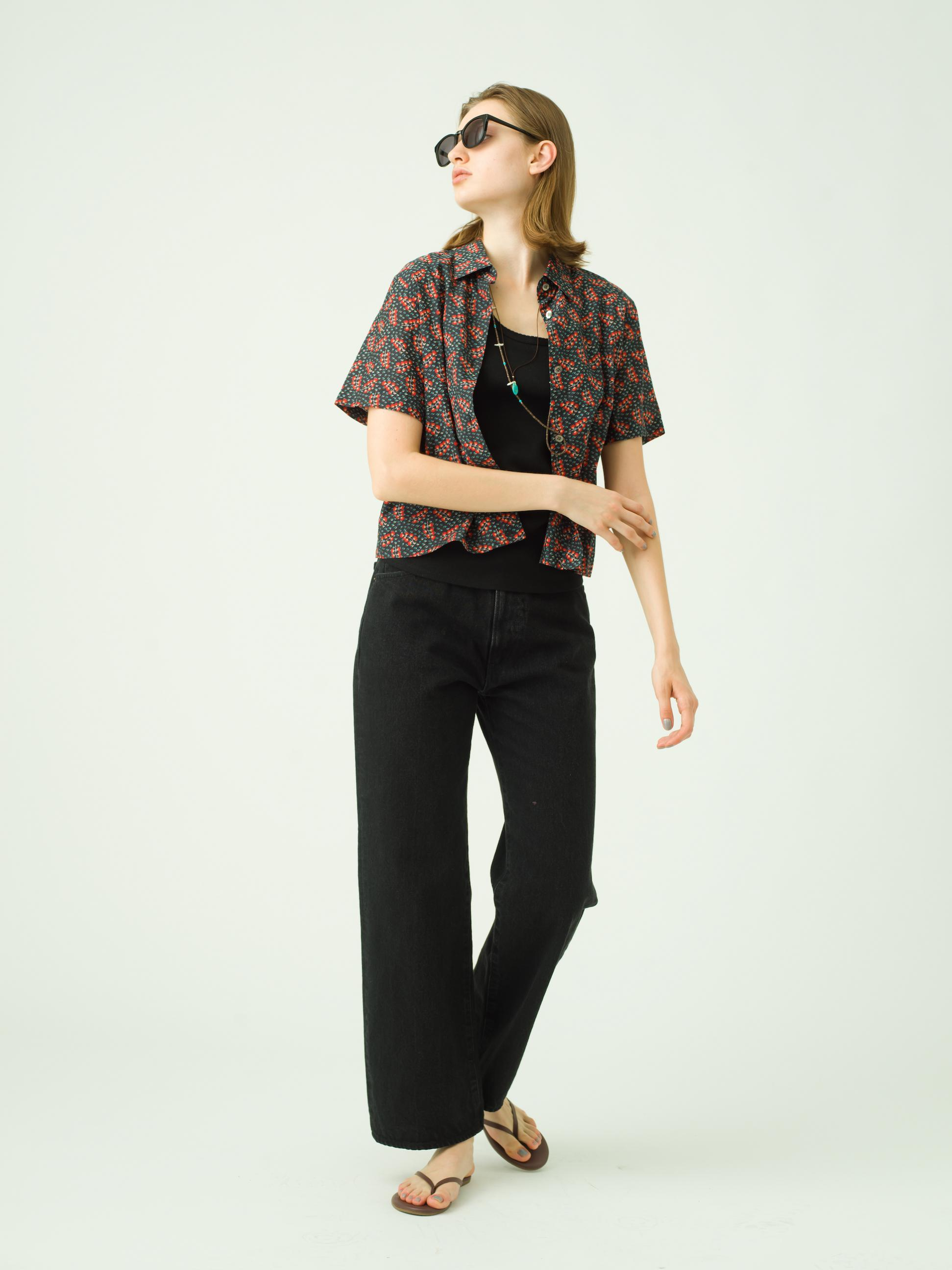 4_2 shirt¥26,000  tops¥7,500  pants¥21,000  eyewear¥19,000  necklace¥120,000  necklace¥56,000  shoes¥10,000