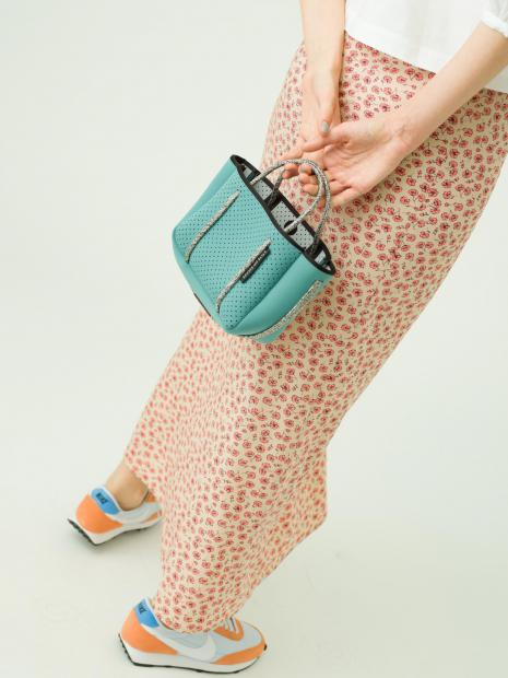 14_1 shirt¥23,000  skirt¥21,000  bag¥24,000  shoes¥10,000