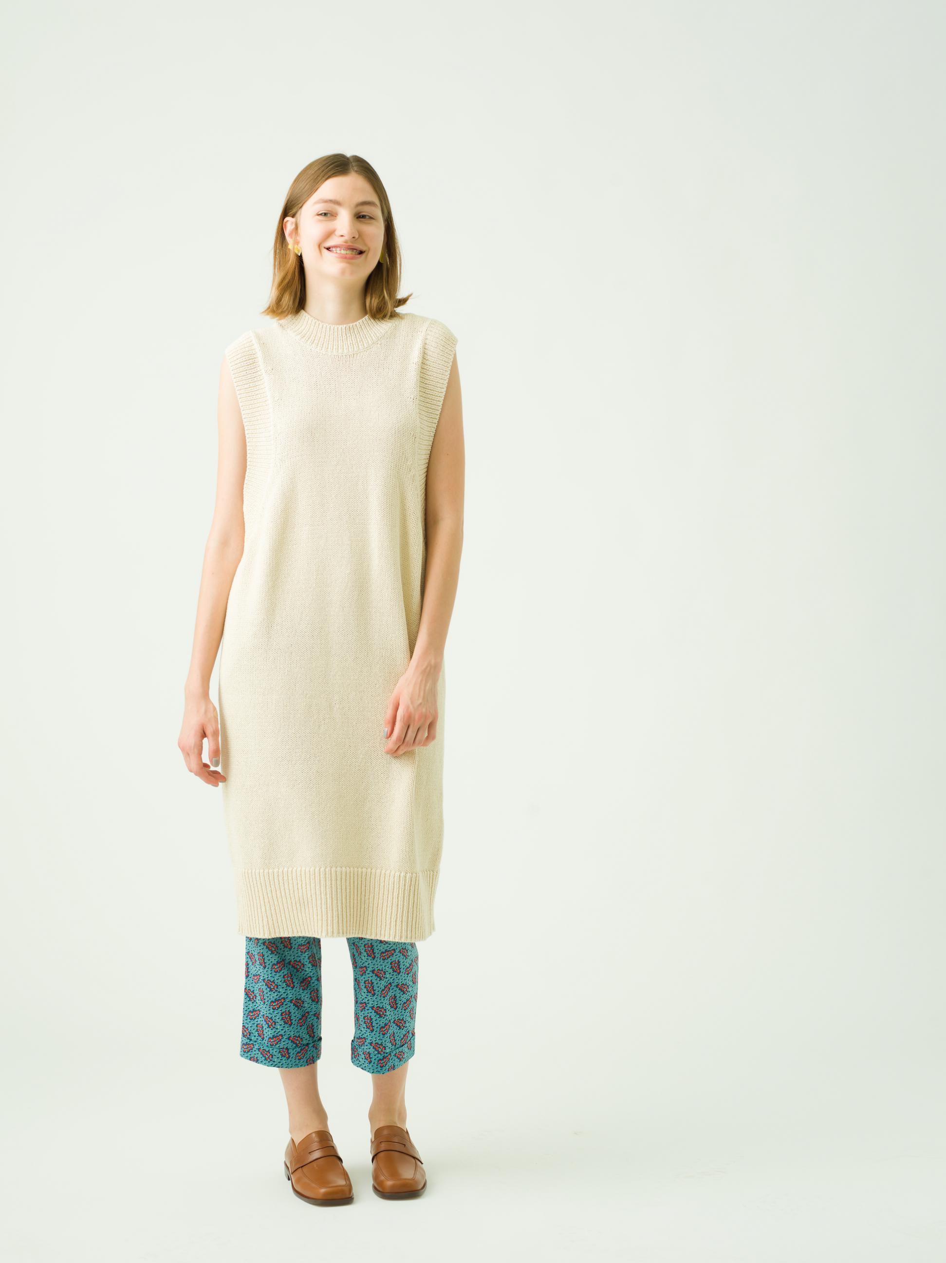 16_2 dress¥47,000  inner¥7,700  pants¥26,000   earring¥9,000  shoes¥37,000