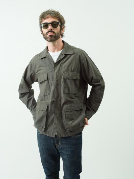 6 jacket¥39,000 tee¥9,000 denim¥25,000 eyewear¥23,000