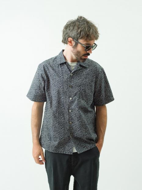 13 shirt¥19,000 pants¥30,000 tee¥7,000 eyewear¥21,000