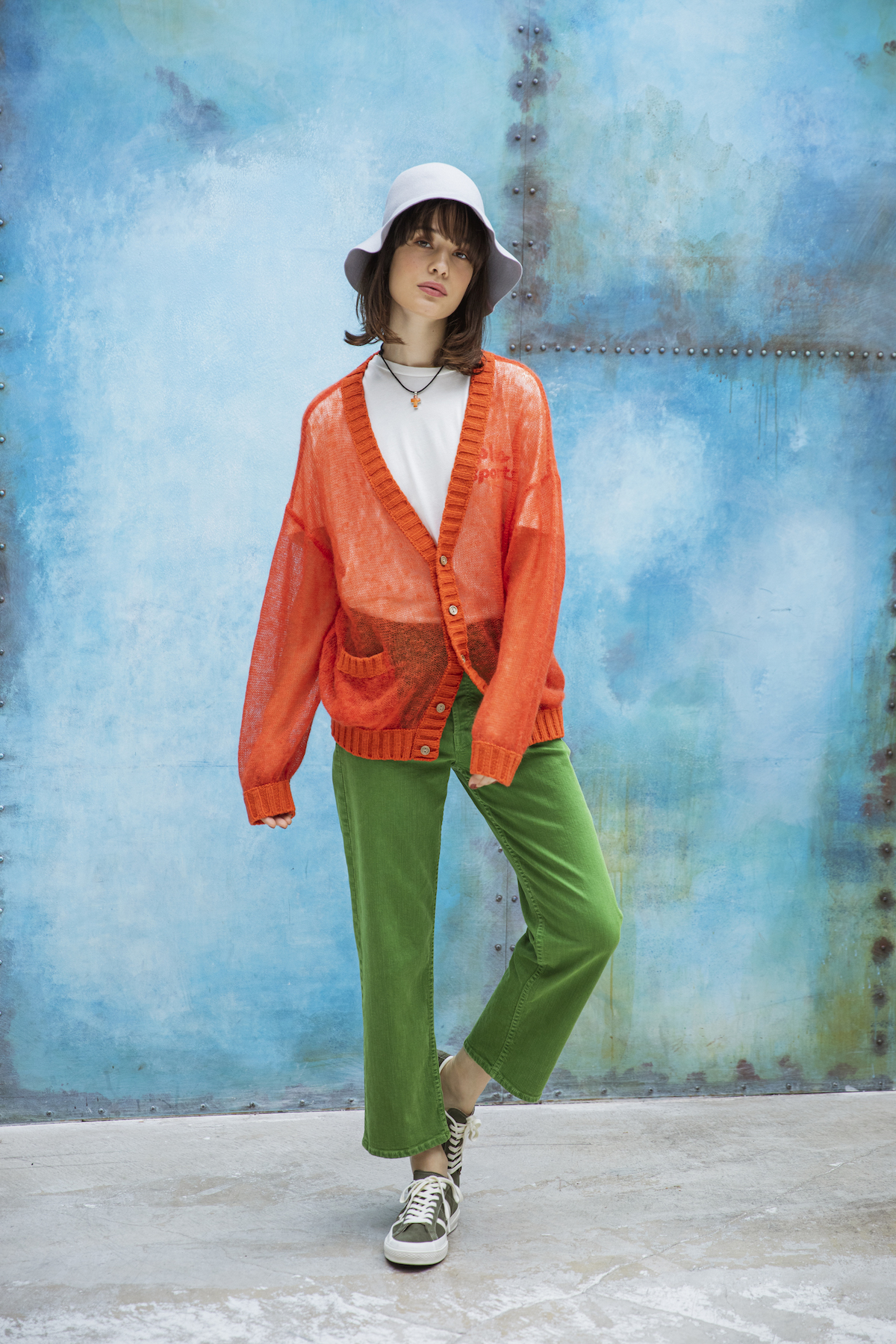 1_1 cardigan¥19,000 tee¥9,000 pants¥27,000 hat¥16,000 necklace¥37,000 shoes¥12,000