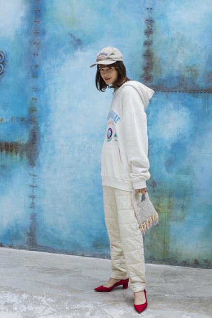 19_3 hoodie¥26,000 knit¥16,000 pants¥30,000 cap¥9,000 bag¥51,000 shoes¥33,000