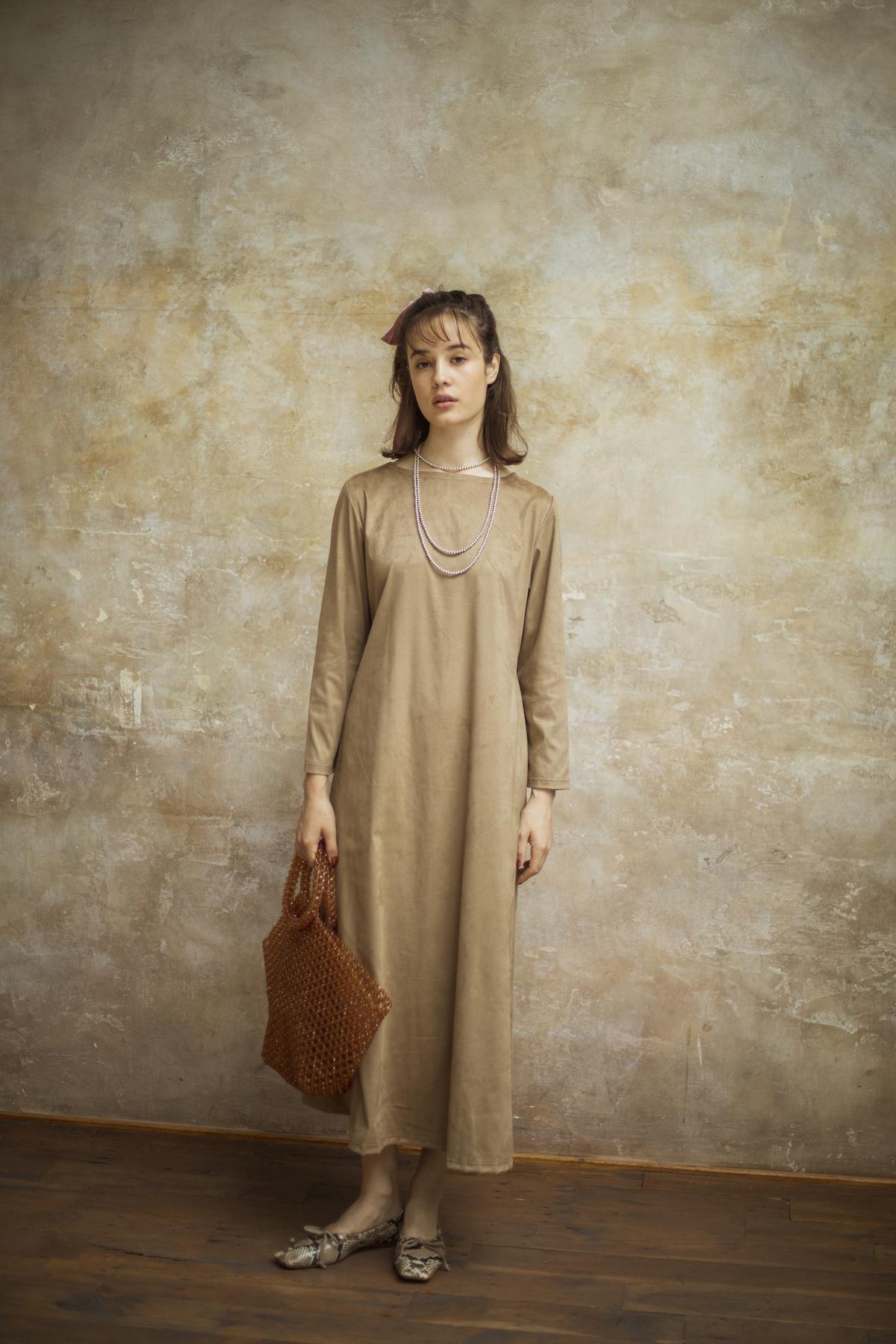 22_1 dress¥23,000 acc¥8,000 bag¥43,000 necklace¥42,000 shoes¥37,000