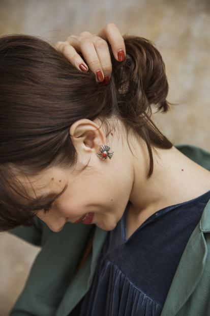 27_3 jacket¥33,000 dress¥39,000 earrings¥24,000