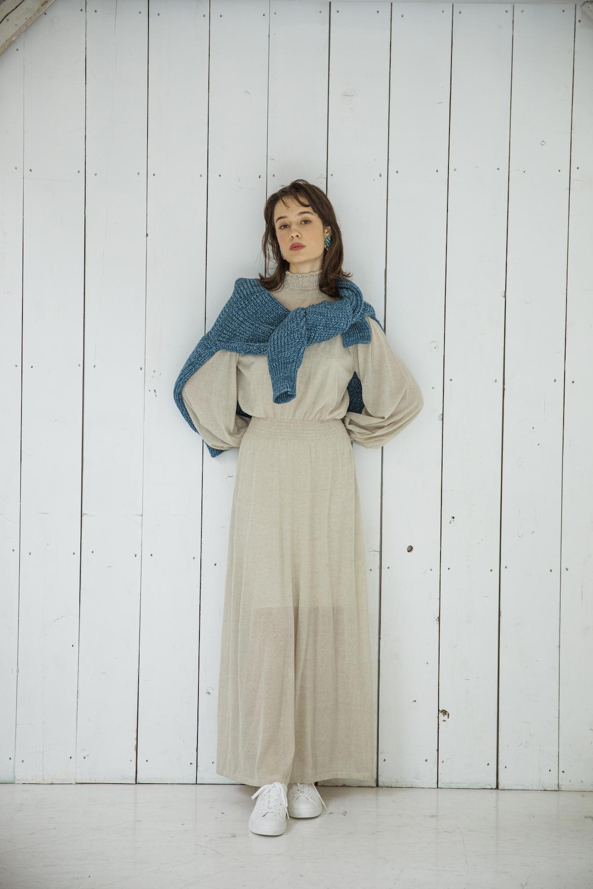 32_1 dress¥36,000 knit¥29,000 earrings¥62,000 shoes¥14,000