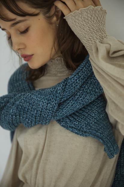 32_2 dress¥36,000 knit¥29,000 earrings¥62,000