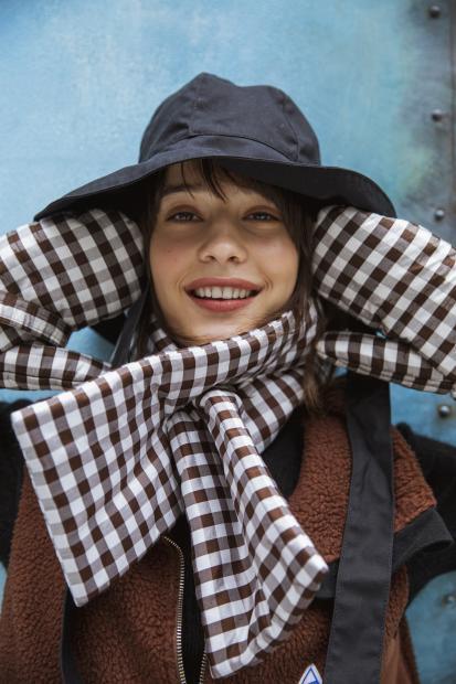 40 jacket¥24,000 knit¥21,000 hat¥23,000 scarf¥21,000 mitten¥21,000