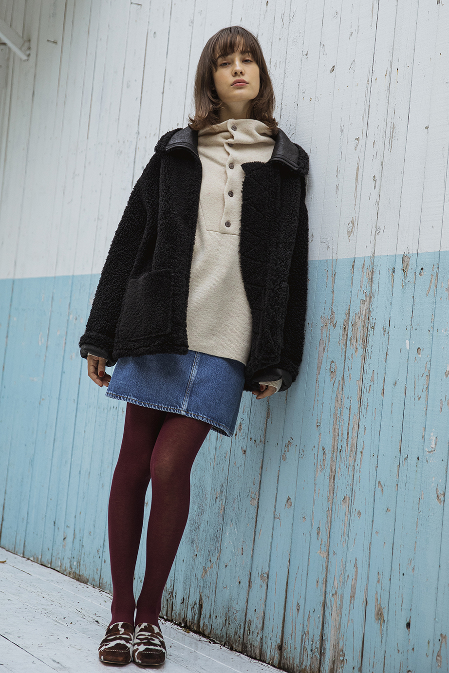 35_1 coat ¥210,000 knit ¥19,000 skirt ¥21,000 tights ¥4,000 shoes ¥31,000