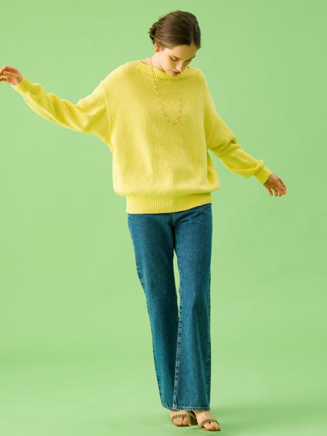 1_1 knit¥26,000 pants¥23,000 earrings¥59,000 necklace¥6,000 shoes¥29,000