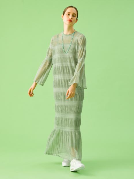 2_1 dress¥31,000 necklace¥6,000 shoes¥12,000