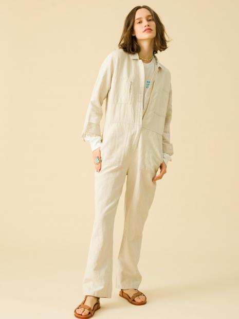 3_2 jumpsuits¥29,000 tee¥13,000 necklace¥5,000 ring¥42,000 shoes¥29,000