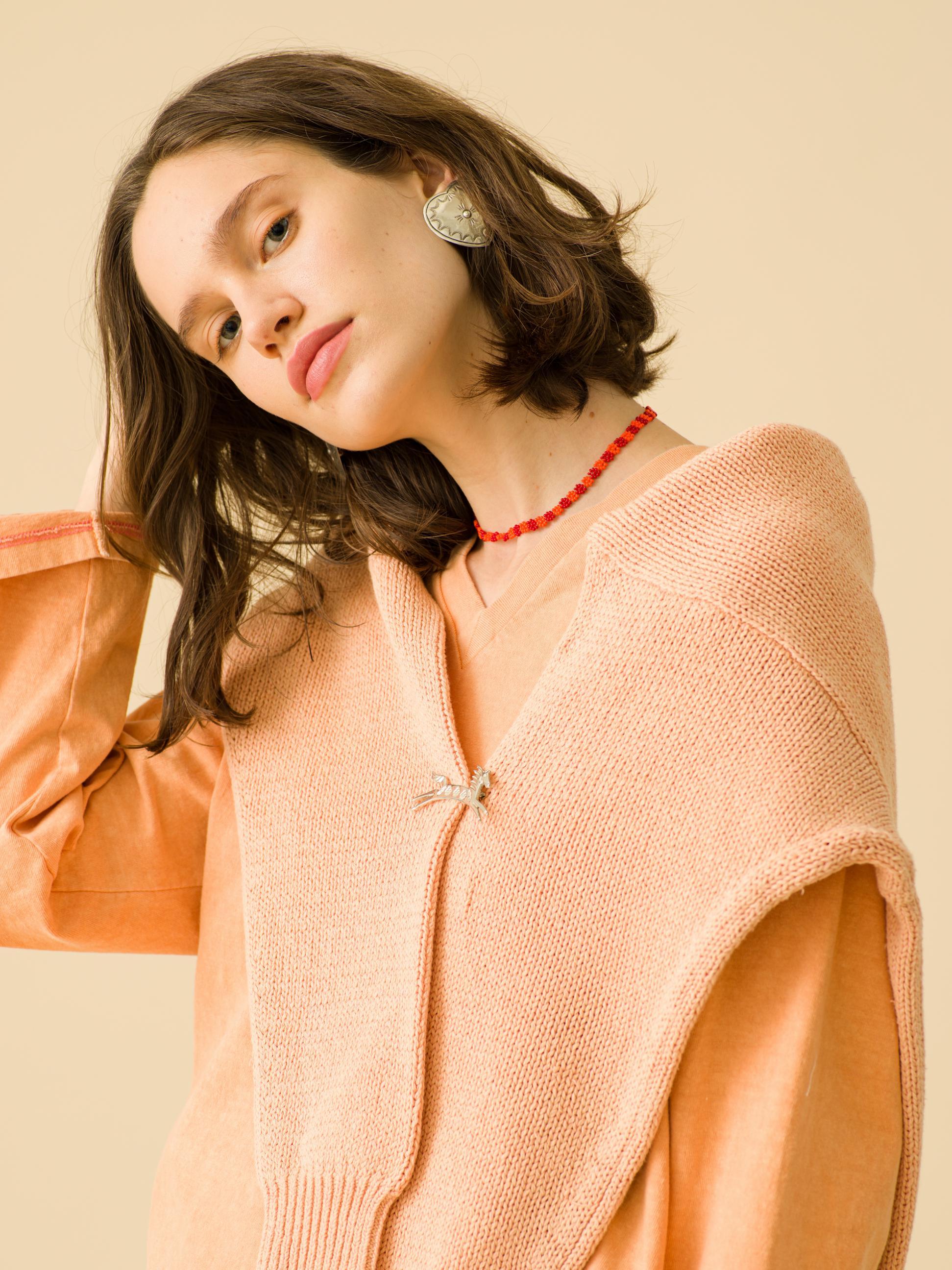 6_1 tops¥16,000 knit¥26,000 pants¥16,000 earrings¥23,000 necklace¥5,000 broache¥23,000