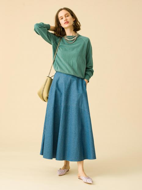 13_2 sweat¥19,000 skirt¥23,000 earrings¥20,000 necklace¥250,000 necklace¥43,000 bag¥39,000 shoes¥27,000