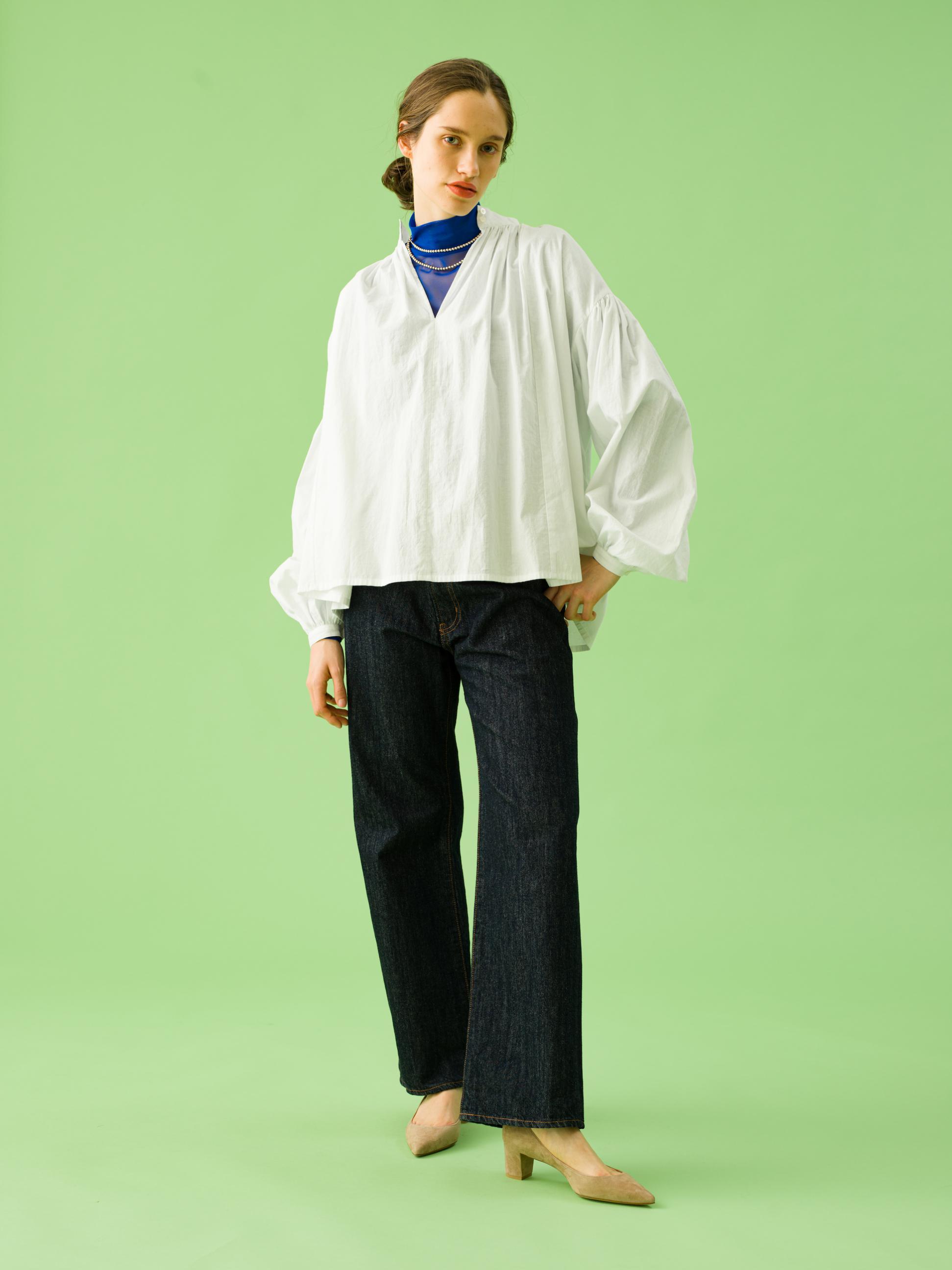 17_1 blouse¥21,000 tops¥19,000 pants¥21,000 necklace¥43,000 shoes¥30,000
