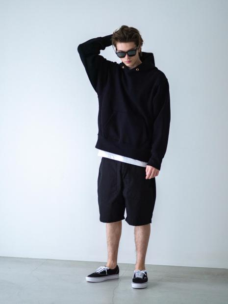 4) Hoodie ¥29,700  Inner ¥8,800  Shorts ¥28,600  Shoes ¥8,250  Sunglasses ¥29,920