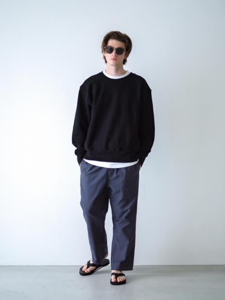 11) Sweat ¥26,400  Inner ¥8,800  Pants ¥17,600  Sandal ¥9,680  Sunglasses ¥71,500