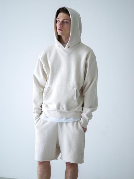 24) Hoodie ¥29,700  Inner ¥8,800  Shorts ¥18,700