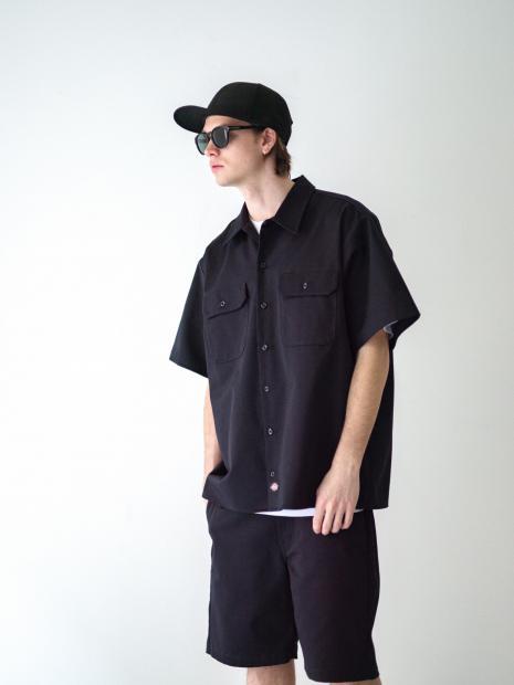 33) Cap ¥9,900  Shirts ¥17,600  Inner ¥8,800  Shorts ¥14,300  Sunglasses ¥23,870