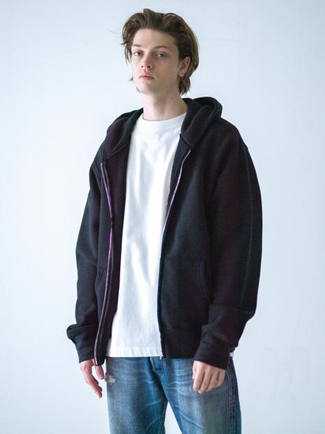 38) Hoodie ¥33,000  Tee ¥8,800  Pants ¥45,100