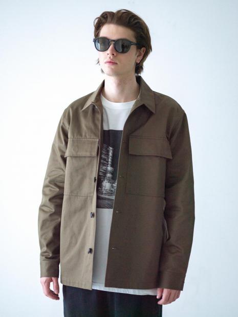 41) Jacket ¥34,100  Tee ¥9,900  Pants ¥23,100  Sunglasses ¥24,970