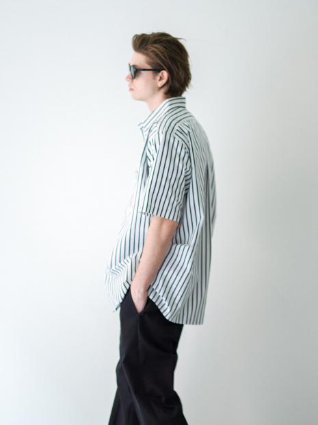 44) Shirts ¥25,300  Inner ¥8,800  Pants ¥22,000  Sunglasses ¥23,870