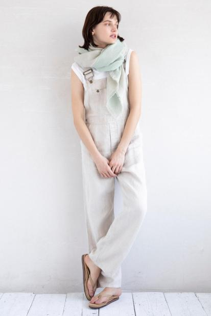 2_1 overall¥42,900 tank top¥9,900 stole¥36,300 shoes¥13,200