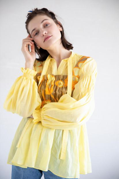 6_2 blouse¥42,900 tops¥28,600 pants¥27,500 hair acc¥3,850
