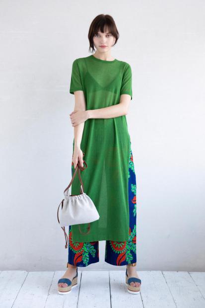 12_1 knit¥28,600 bra¥7,700 pants¥28,600 bag¥15,400 shoes¥35,200