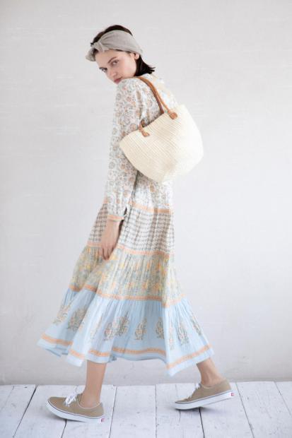 20_4 dress¥25,300 hair acc¥8,580 bag¥12,100 shoes¥6,050