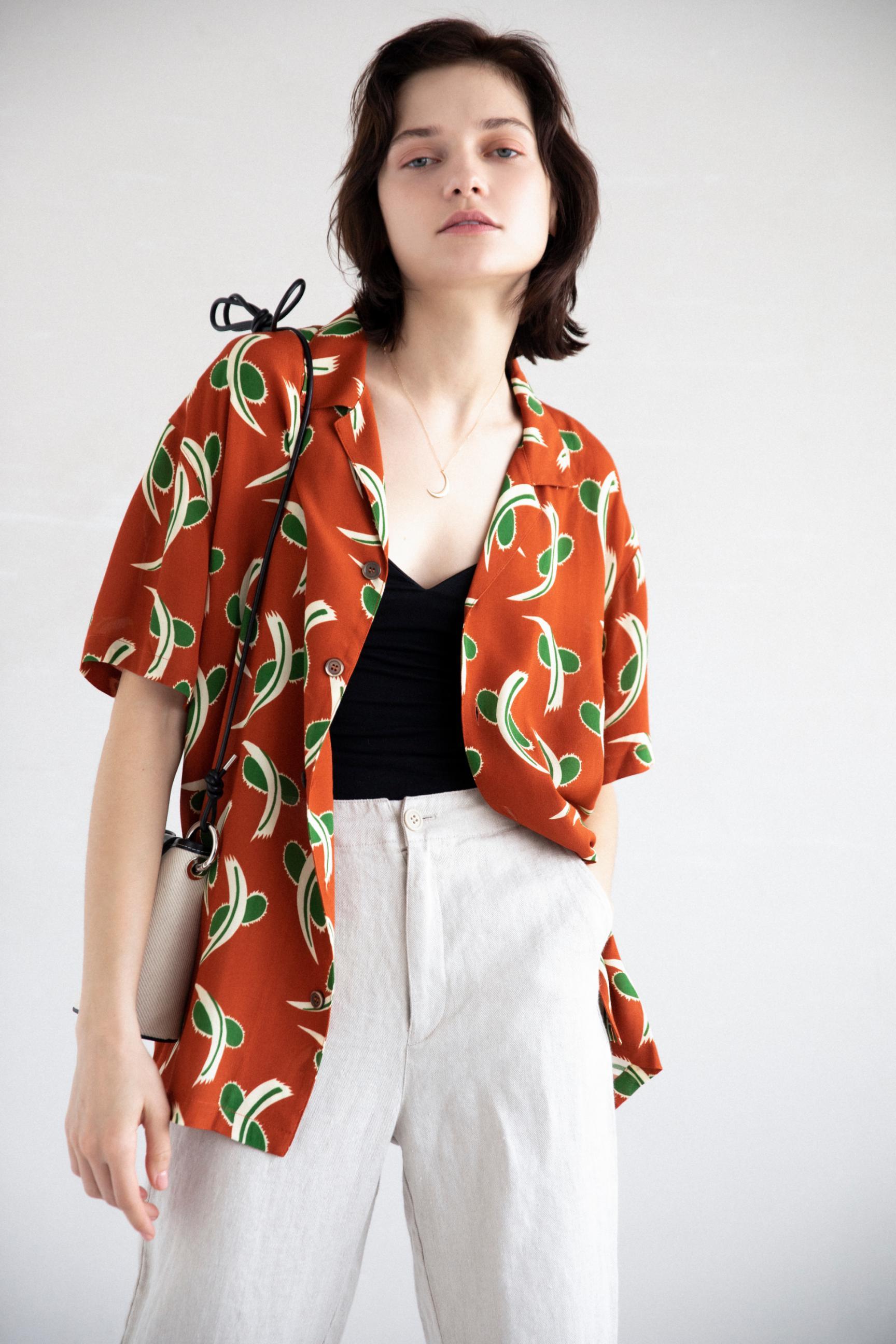 24_1 shirt¥23,100 camisole¥8,800 pants¥28,600 necklace¥63,800 bag¥19,000 shoes¥16,500