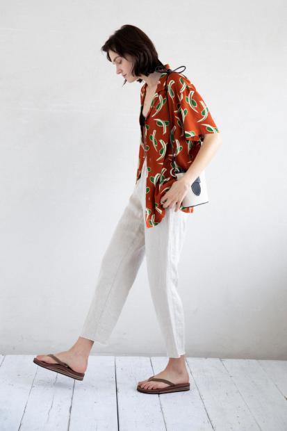 24_2 shirt¥23,100 camisole¥8,800 pants¥28,600 necklace¥63,800 bag¥19,000 shoes¥16,500