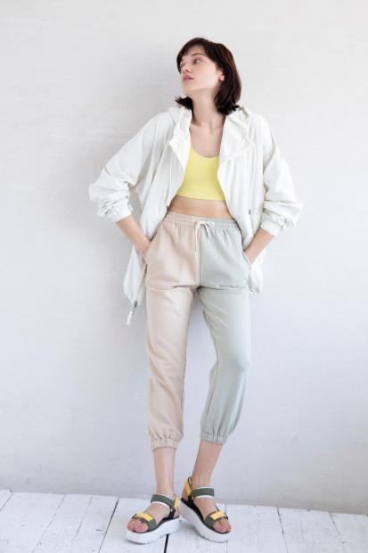 28_2 jacket¥36,300 bra top¥7,700 pants¥10,780 shoes¥22,000