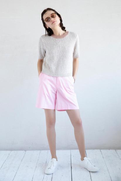 32_1 knit¥29,700 pants¥14,300 hair acc¥5,500 sunglasses¥20,900 bracelet¥157,300 shoes¥15,400