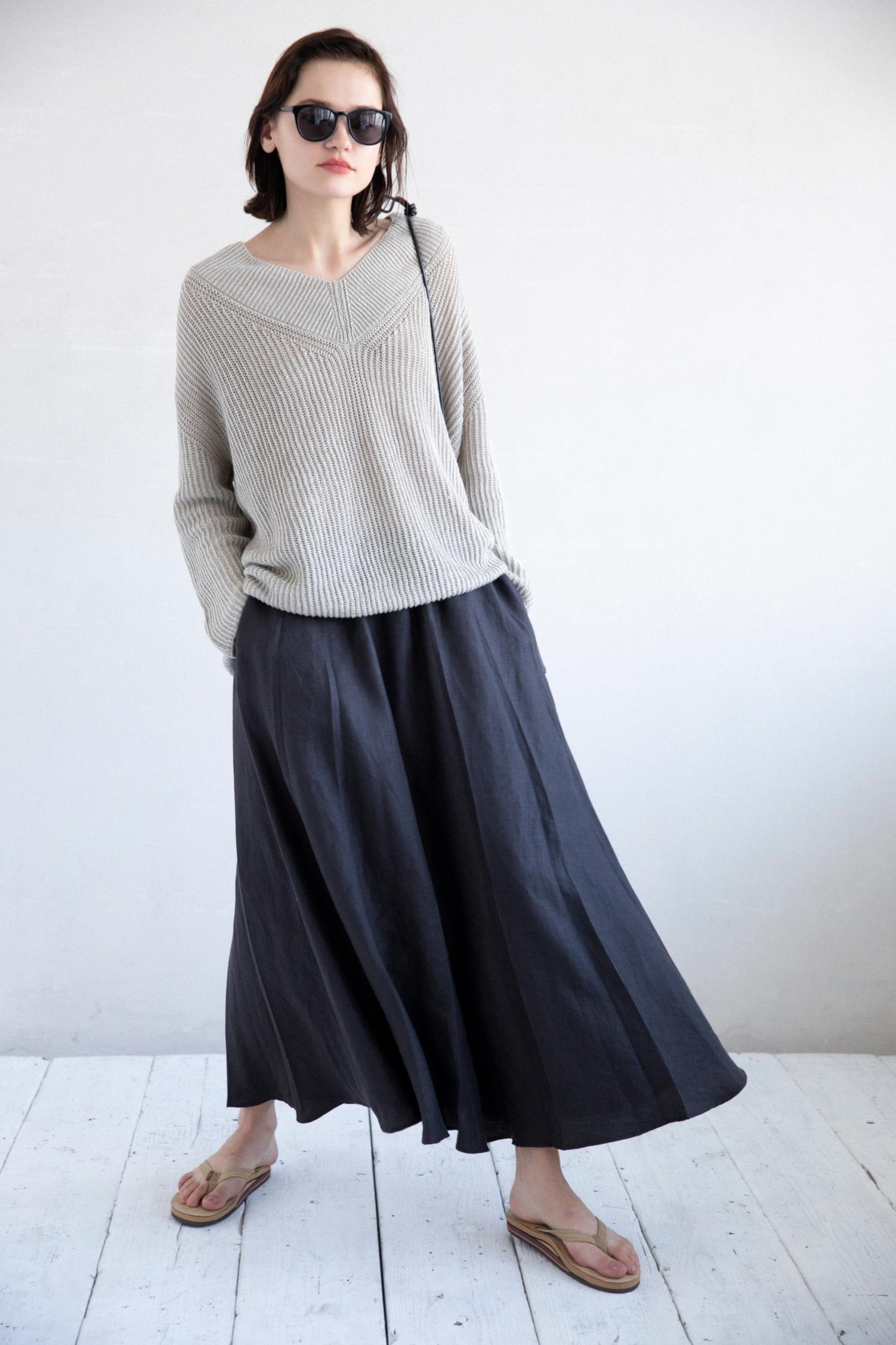 39_2 knit¥25,300 skirt¥31,900 sunglasses¥20,900 bag¥24,200 shoes¥13,200