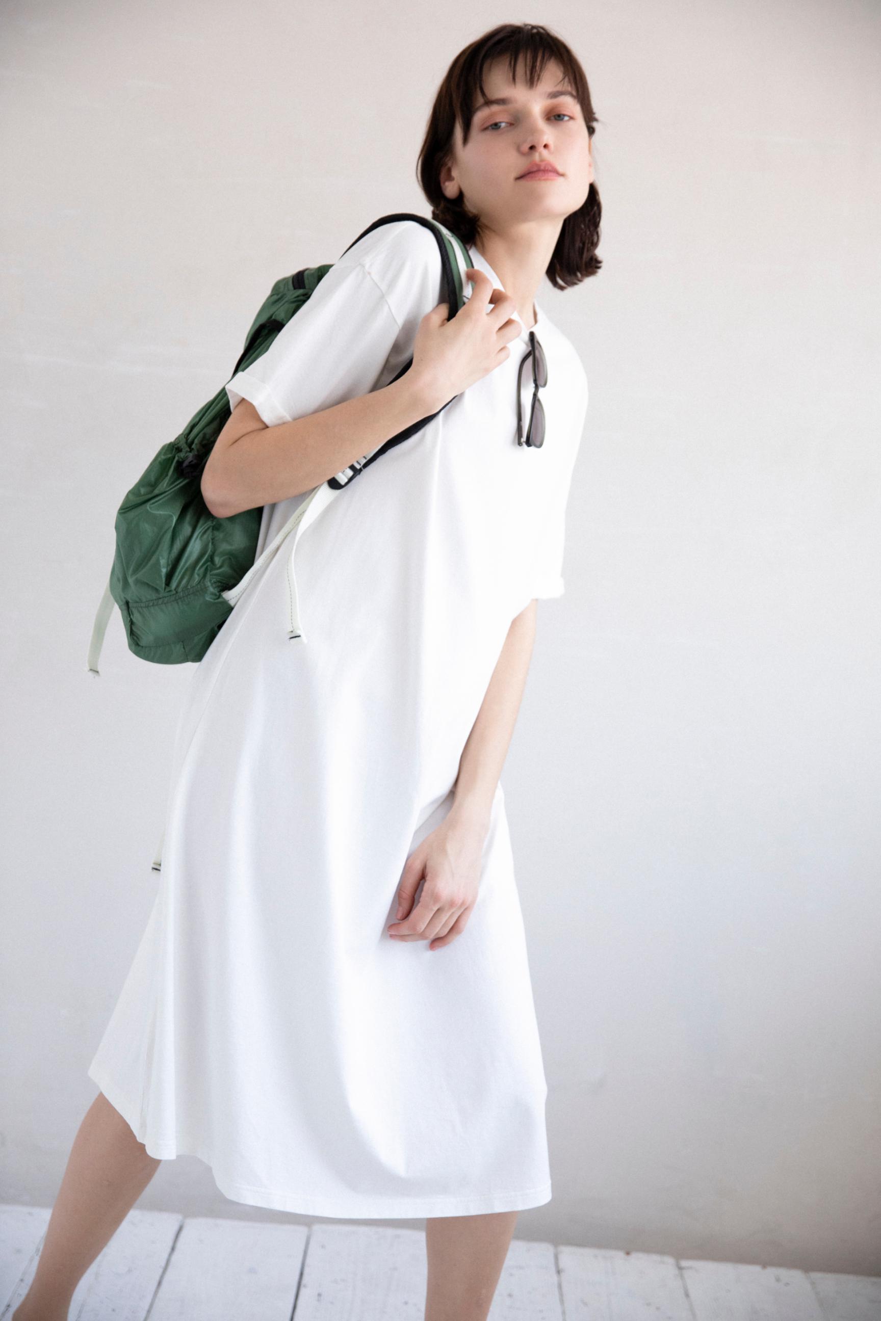 42_1 dress¥23,100 hair acc¥7,700 sunglasses¥20,900 bag¥19,250 shoes¥7,150