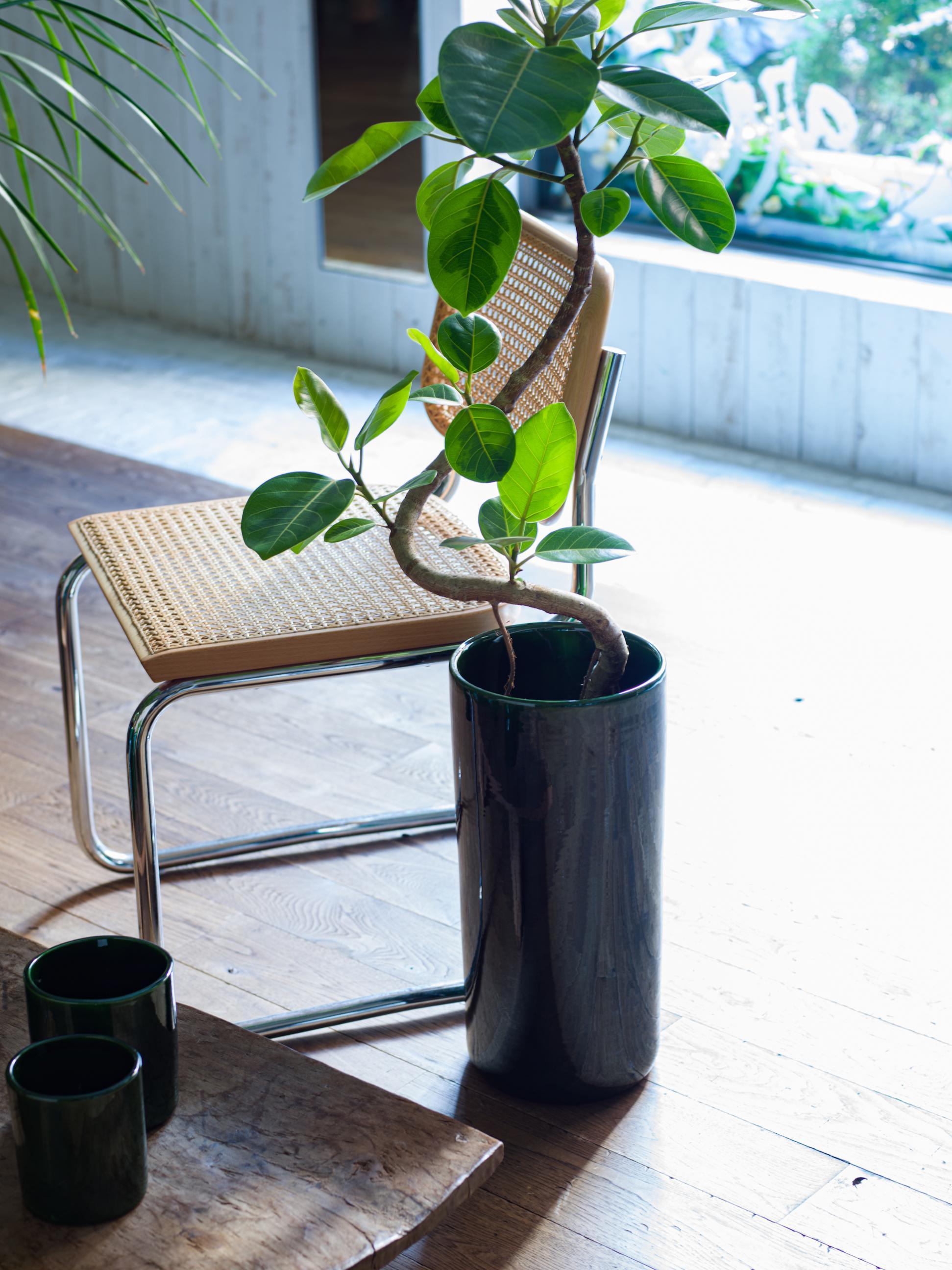 2 vase ¥28,600 chair ¥223,300