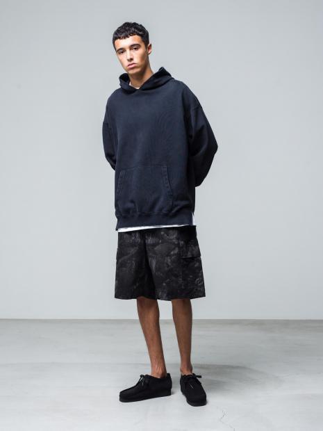 8) Hoodie ¥20,900  Inner ¥8,800  Pants ¥25,300  Shoes ¥25,300