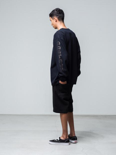 20) L/STee ¥17,600  Pants ¥17,600  Shoes ¥8,250