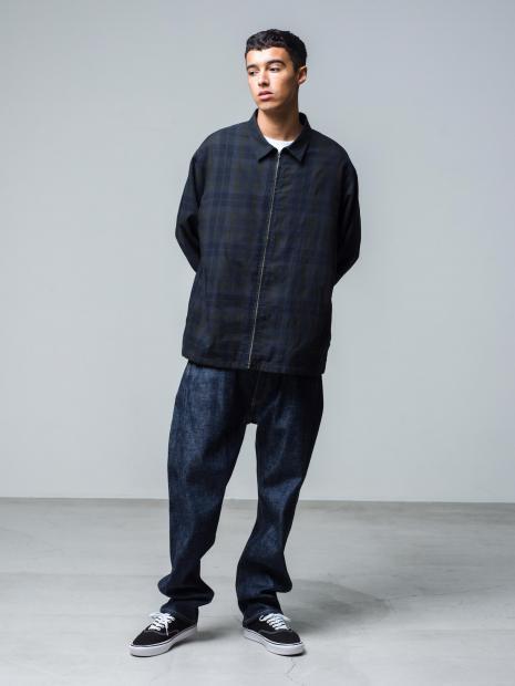 26) Jacket ¥50,600  Inner ¥8,800  Pants ¥31,900  Shoes ¥8,250