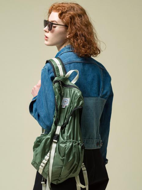 11_2 jacket¥42,900 tank top¥20,900 pants¥28,600 sunglasses¥20,900 bag¥19,250