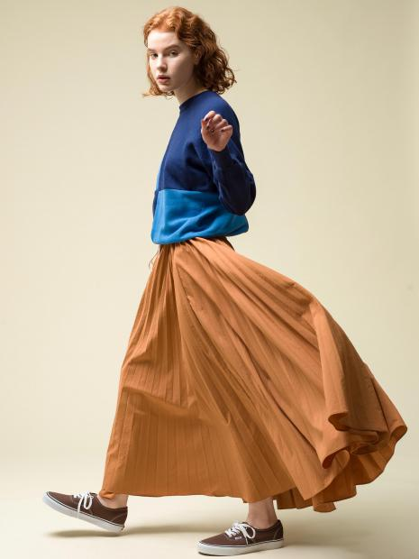 18_2 tops¥28,600 skirt¥56,100 shoes¥6,050