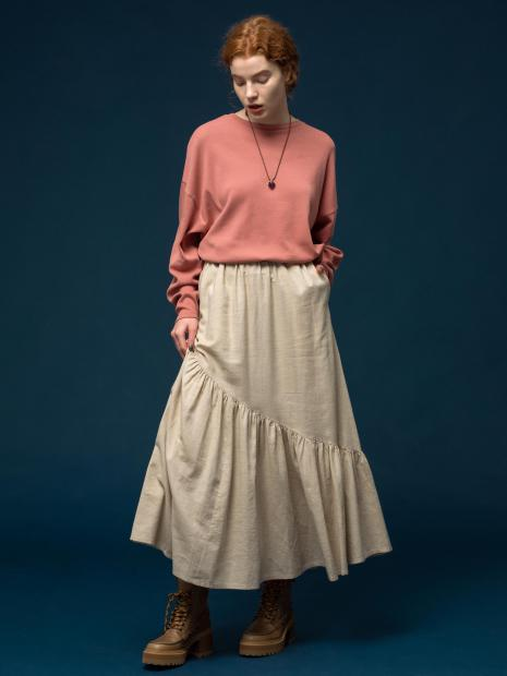 24 tops¥14,300 skirt¥31,900 necklace¥48,400 shoes¥75,900