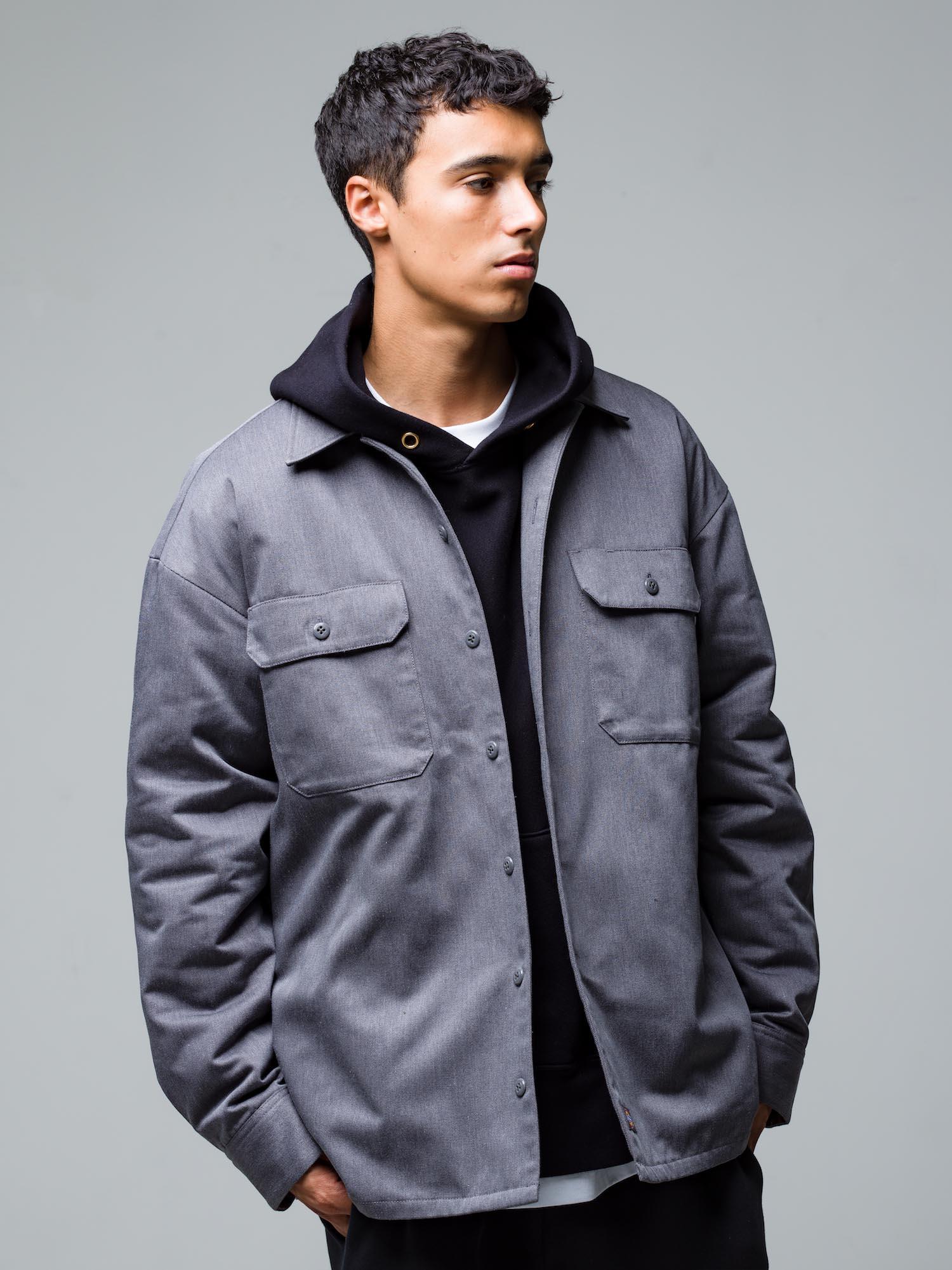 19) Jacket ¥23,100  Hoodie ¥29,700  Inner ¥8,800  Pants ¥22,000