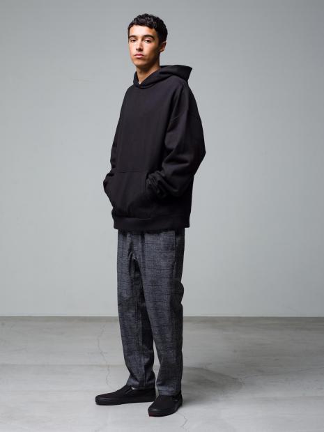 20) Hoodie ¥25,300  Inner ¥8,800  Pants ¥20,900  Shoes ¥6,050
