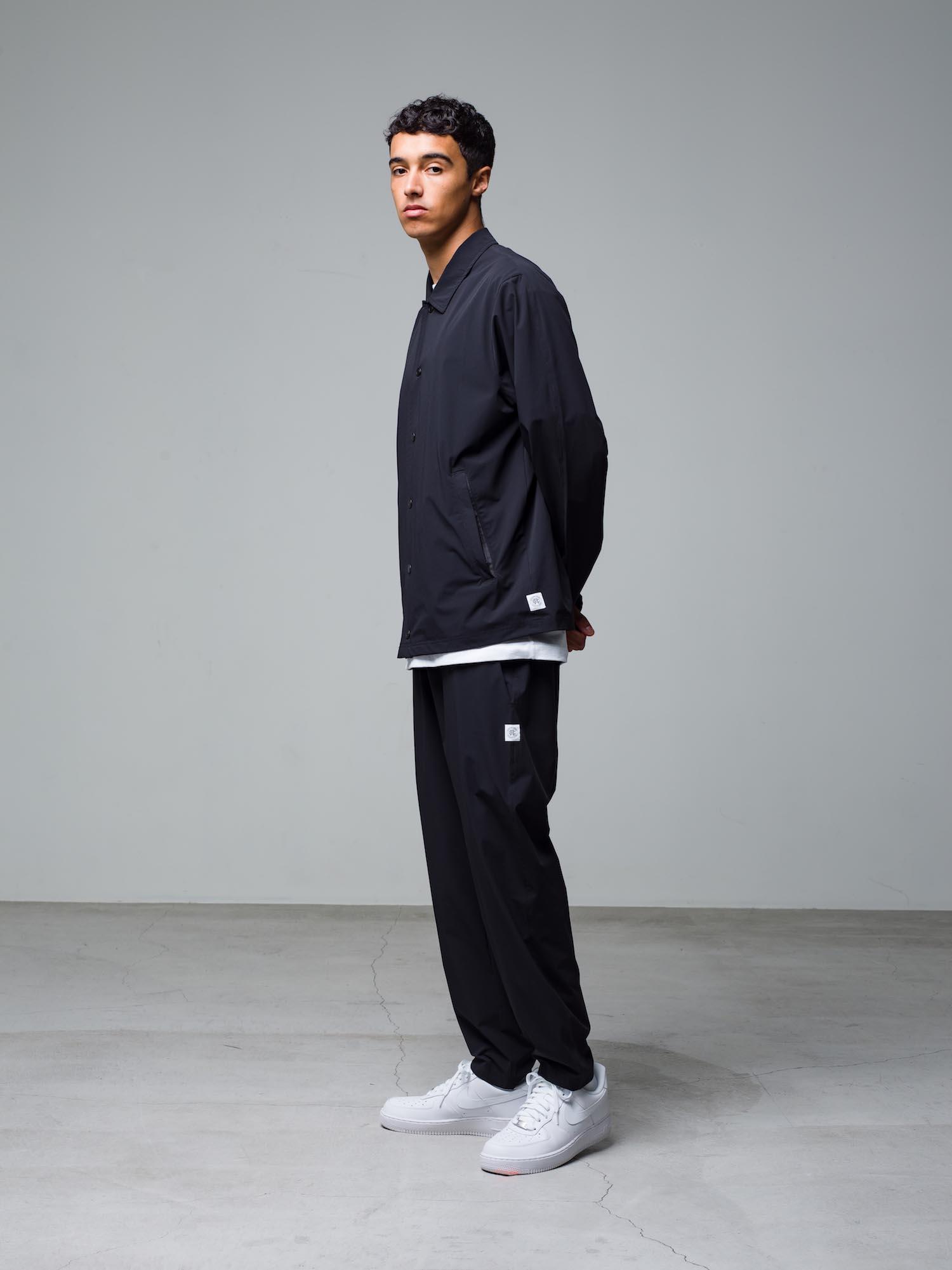 21) Jacket ¥36,300  Inner ¥8,800  Pants ¥31,900  Shoes ¥11,000