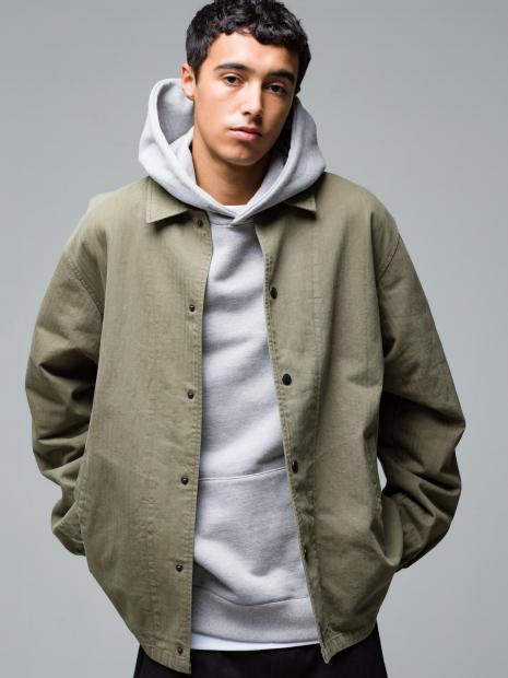 22) Jacket ¥42,900  Hoodie ¥25,300  Inner ¥8,800  Pants ¥22,000